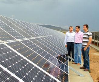 Visita a una planta de placas fotovoltaicas en Yecla